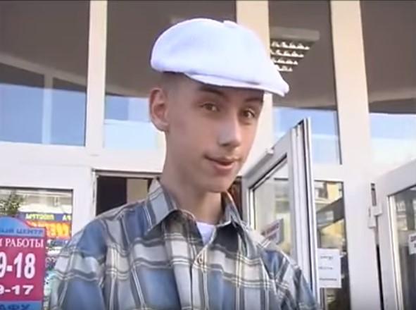 мем - птушник в белой кепке
